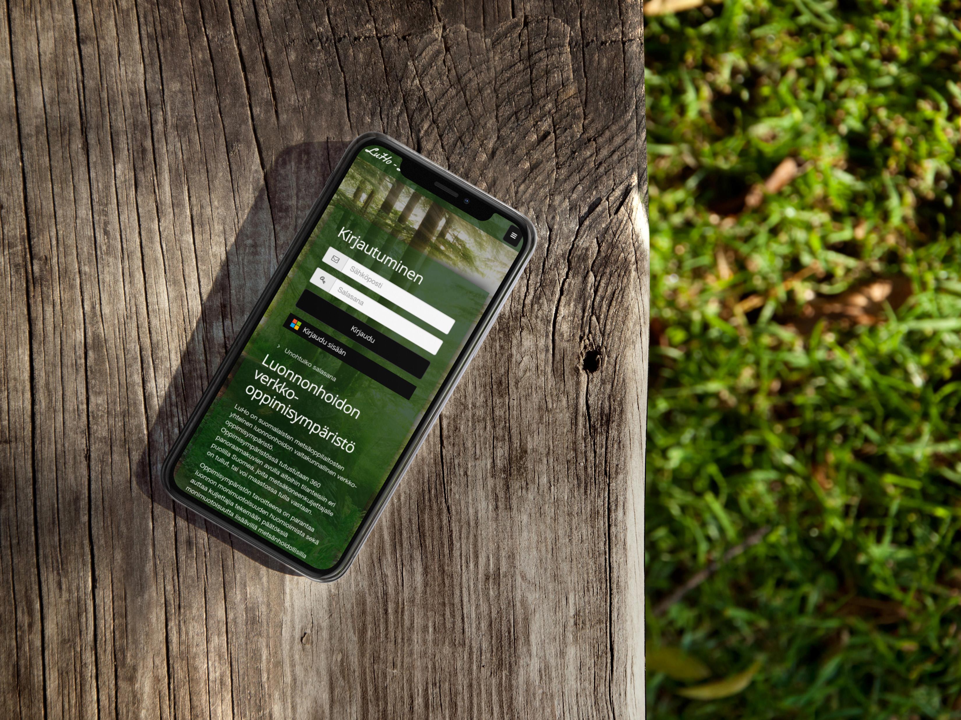 Luho oppimisympäristön etusivu älypuhelimen näytöllä.