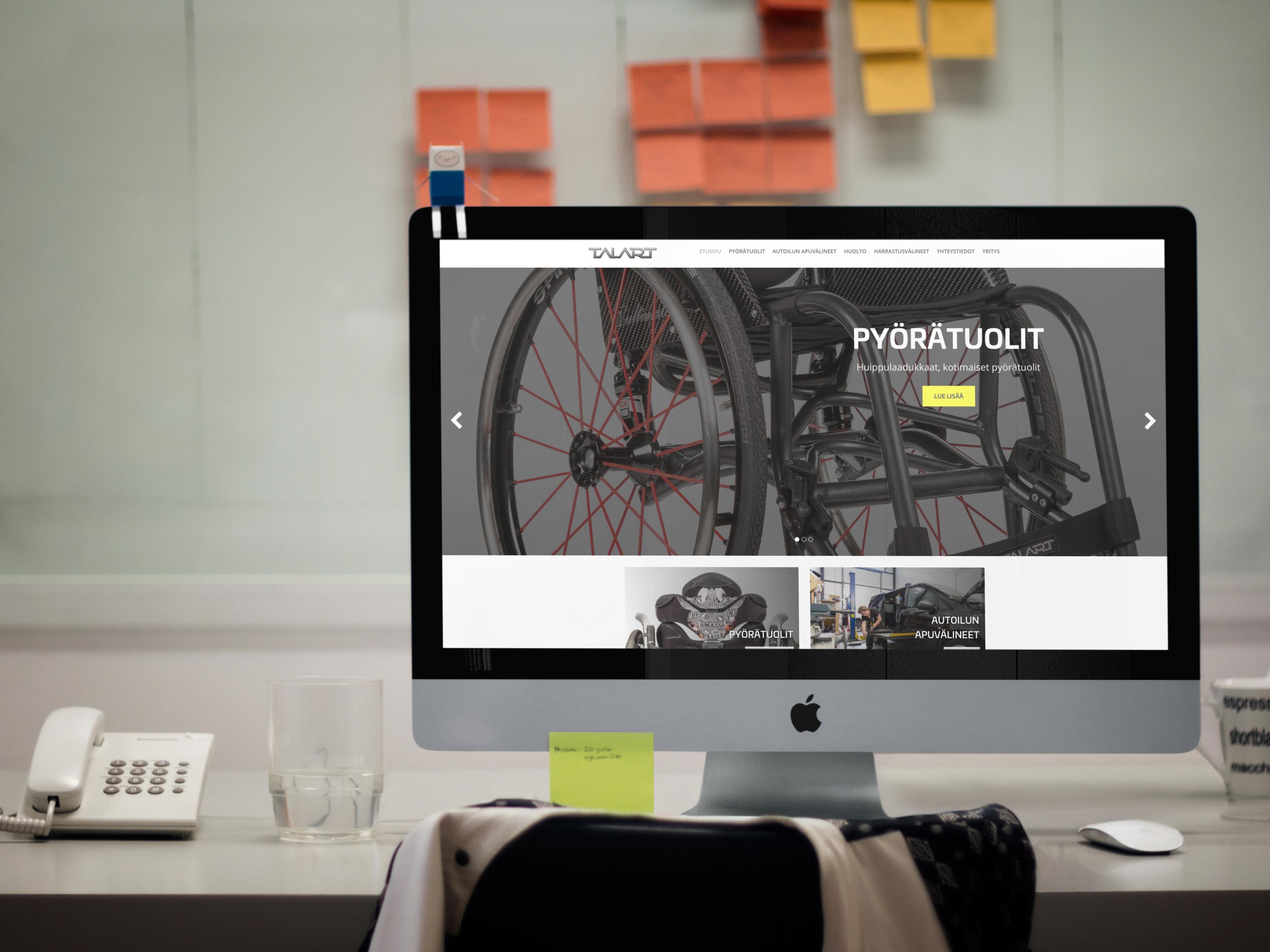 Talart.fi sivuston etusivu iMacin näytöllä toimistossa.