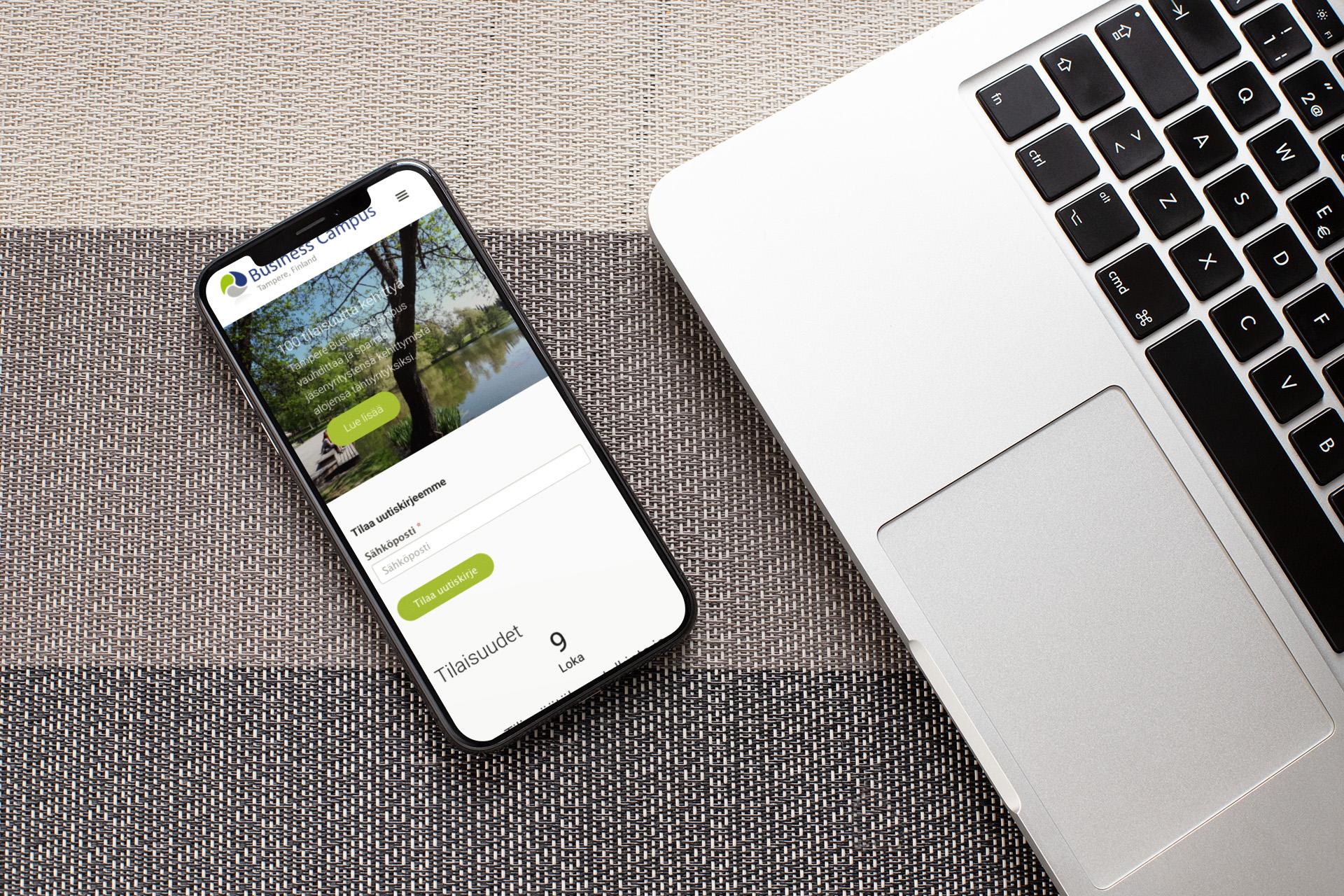 Businesscampus.fi etusivu iPhonen näytöllä.