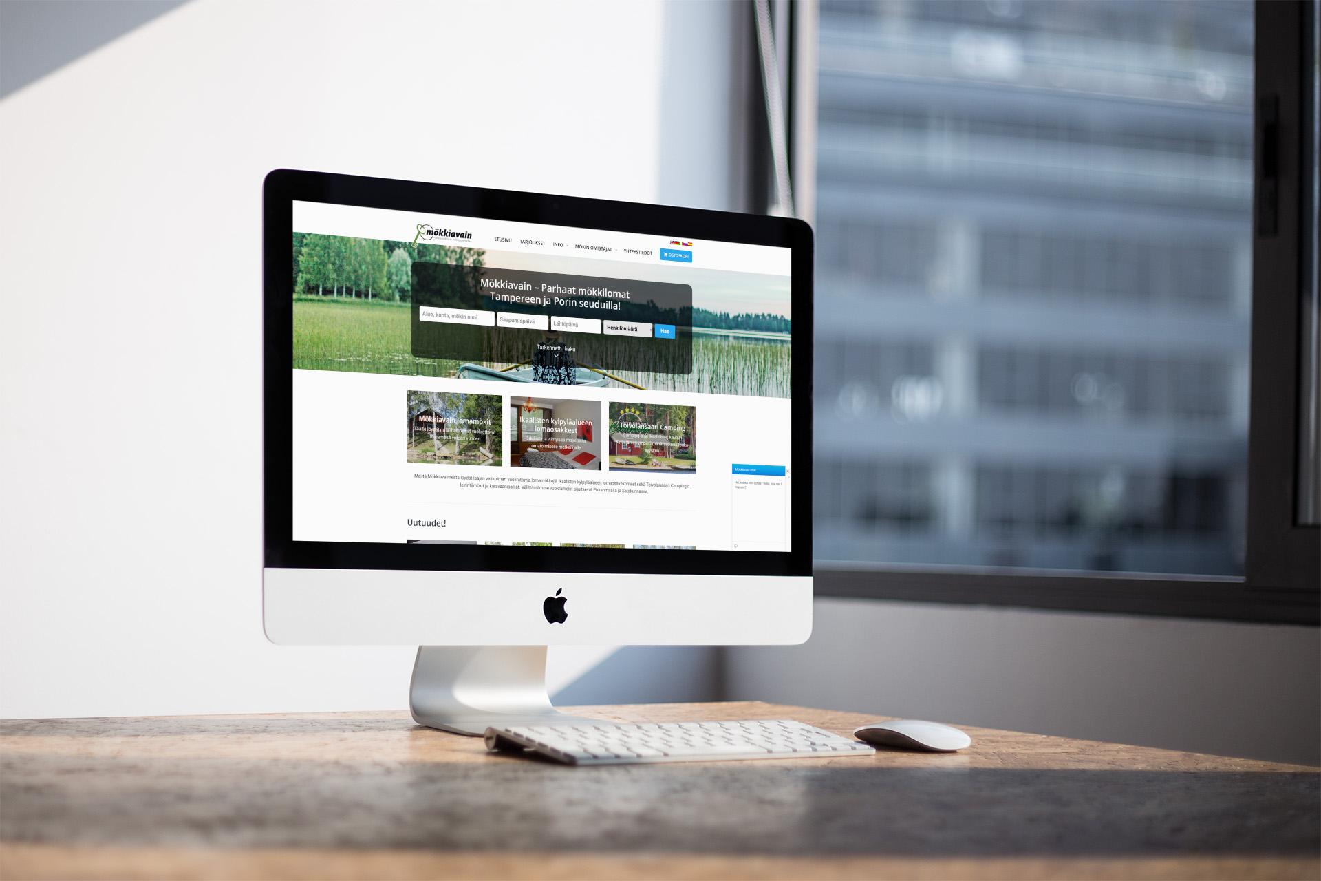 mokkiavain.fi etusivu iMacin näytöllä toimistossa.