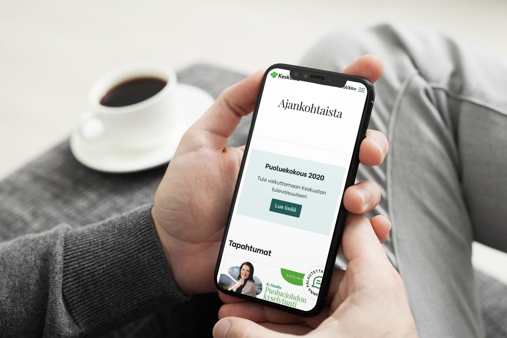 Keskusta.fi ajankohtaista sivu älypuhelimen näytöllä.