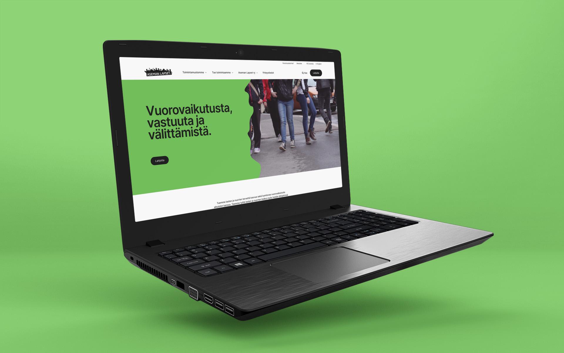 Aseman Lapset sivuston etusivu kannettavan tietokoneen näytöllä.
